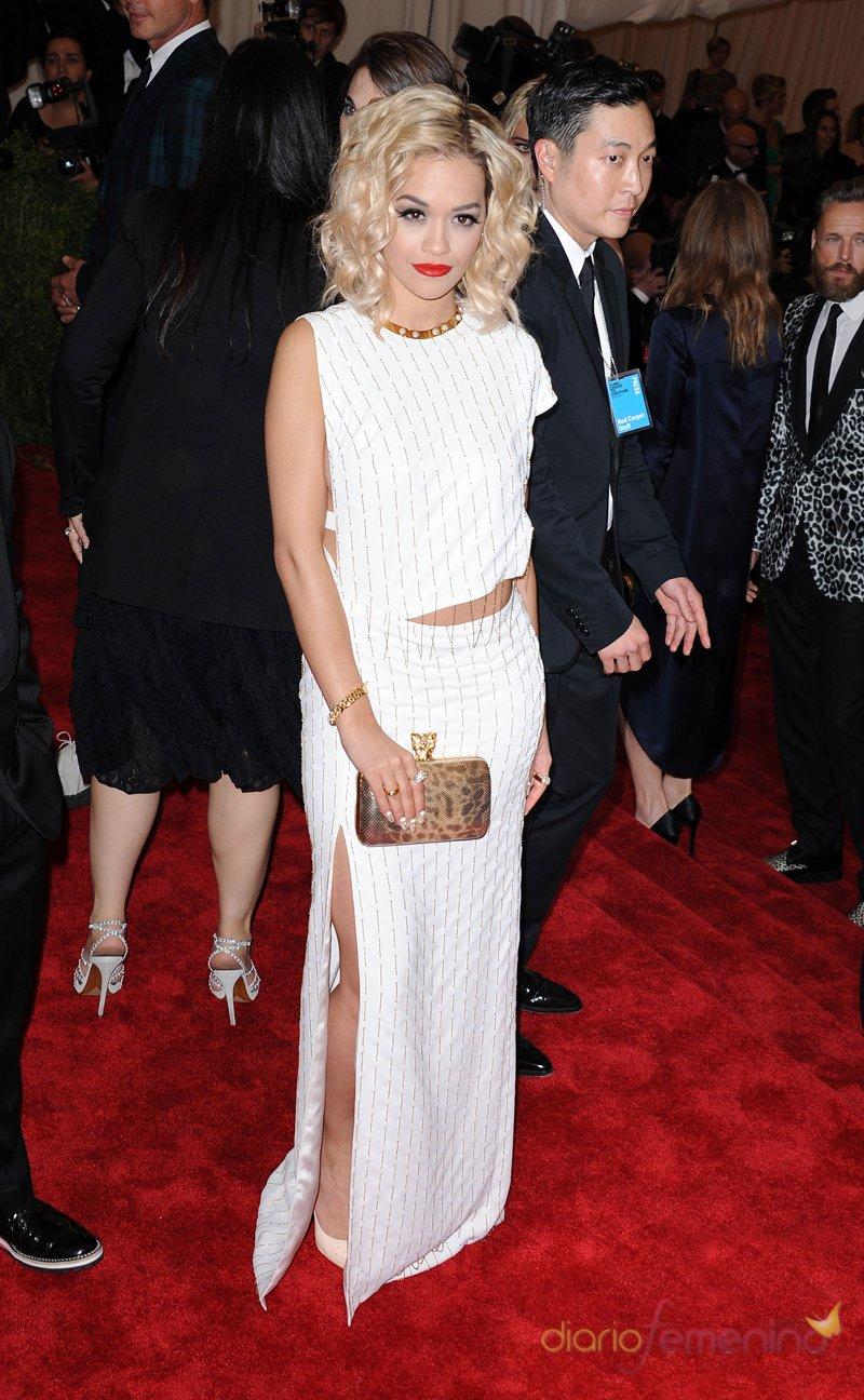 El look de Rita Ora en la gala MET 2013 dedicada a la estética Punk