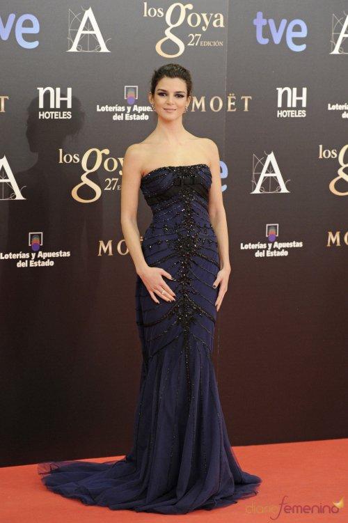 Vestidos de noche: Discreto y elegante look de Clara Lago