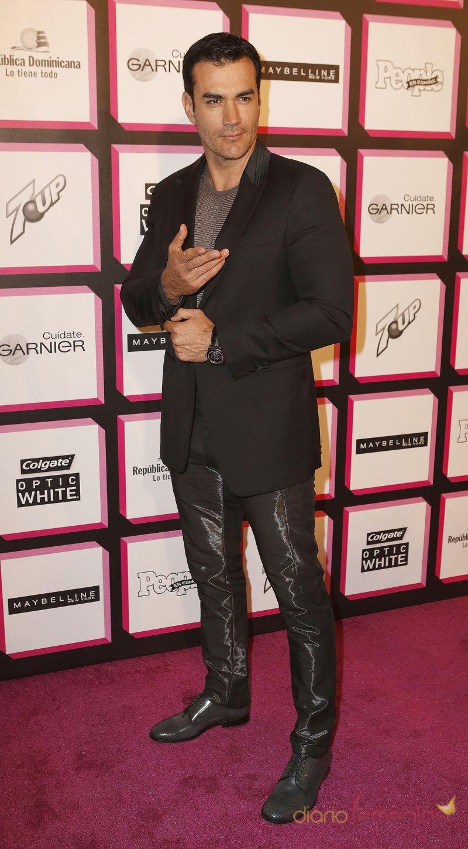 El cantante y actor David Zepeda en la alfombra roja de la fiesta de People en español