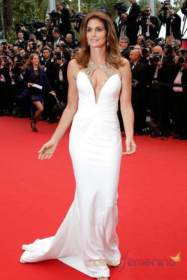 El vestido blanco de Cindy Crawford en el Festival de Cannes 2013