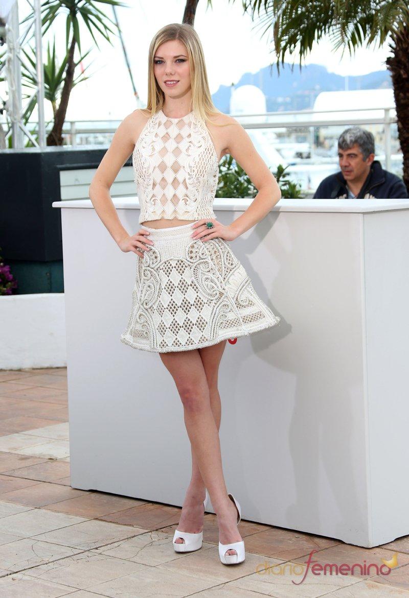 Claire Julien, elegancia en blanco en el Festival de Cannes 2013