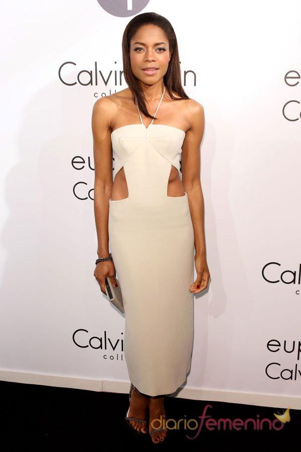 El vestido blanco de Naomi Harris en la fiesta Calvin Klein en Cannes 2013