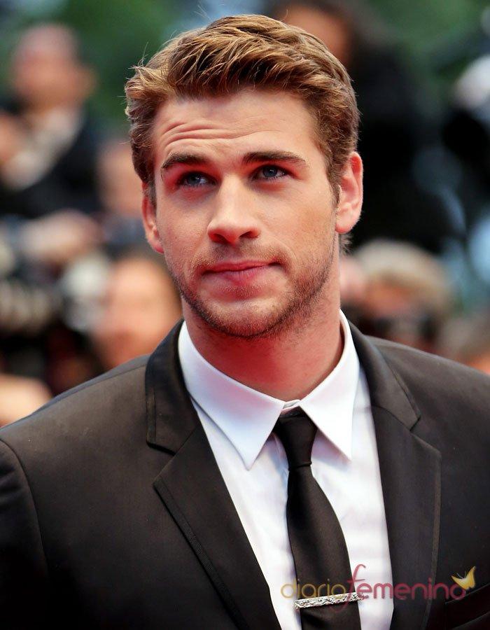 Liam Hemsworth muy guapo en la alfombra roja de Cannes 2013