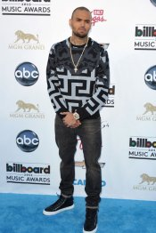 Chris Brown, look rapero en los Billboard Music Awards 2013