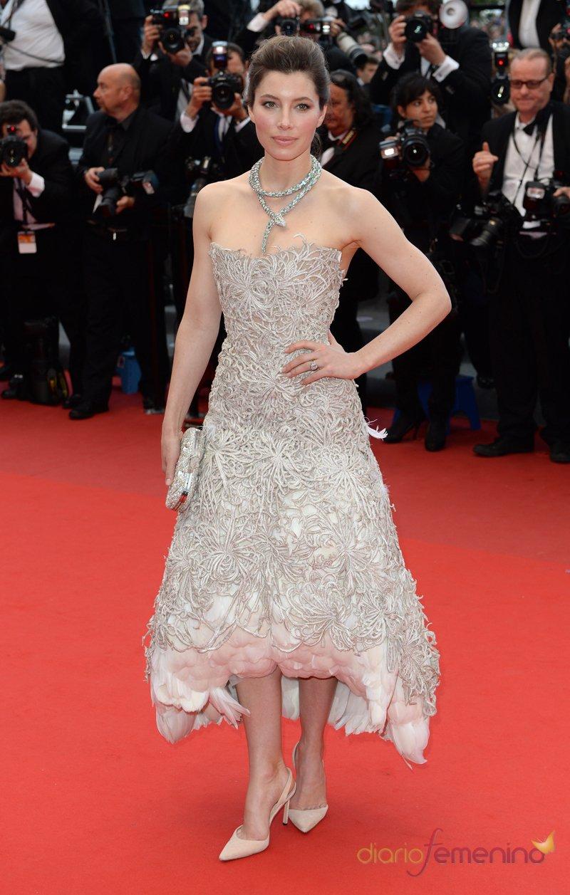 Jessica Biel escoge el color perla para la alfombra roja de el Festival de Cannes 2013