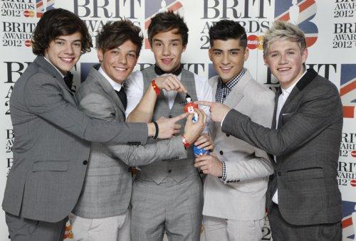 One Direction en la alfombra roja de los Brit 2012