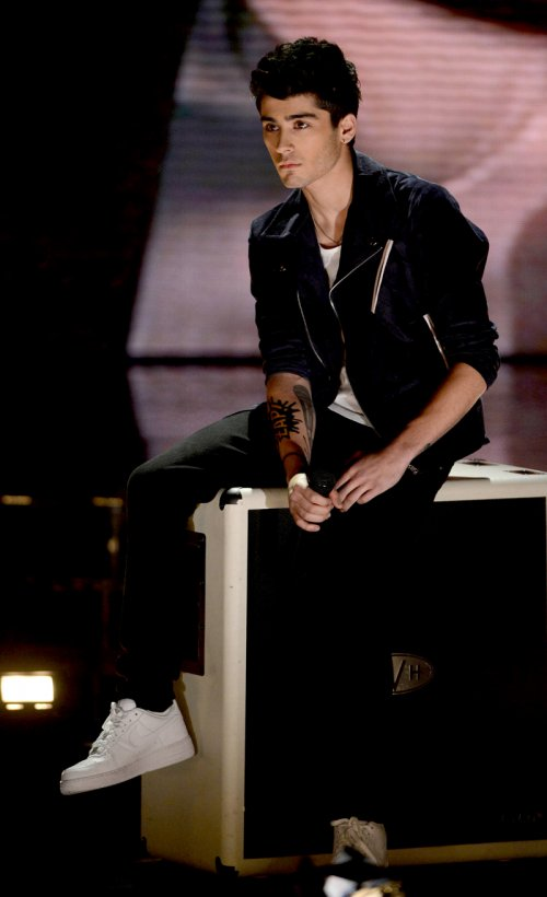 Concierto de One Direction: Zayn Malik concentrado en la actuación