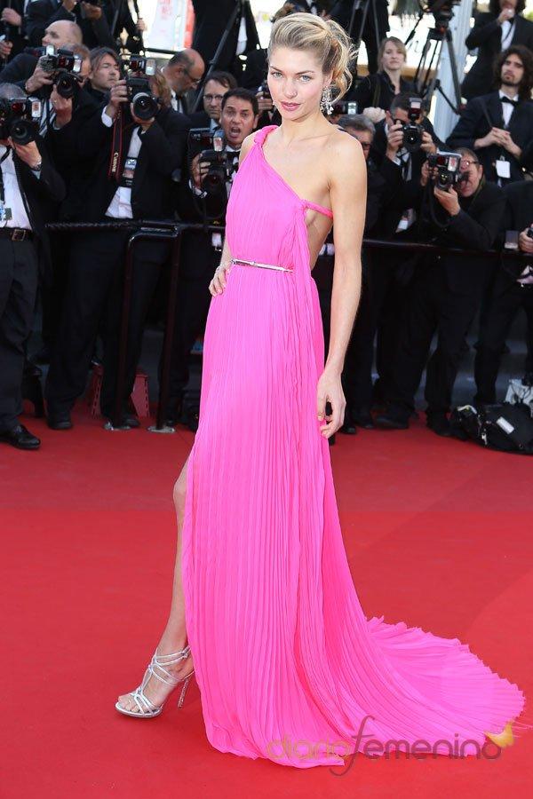 El vestido de fiesta rosa de Jessica Hart en Cannes 2013