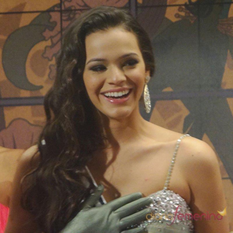 Bruna Marquezine, novia de Neymar, con su vestido de fiesta