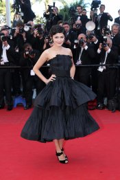 Espectacular vestido negro de Audrey Tautou, la presentadora del Festival de Cannes 2013
