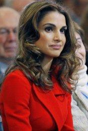 El look rojo pasión de Rania Jordania: sexy y elegante