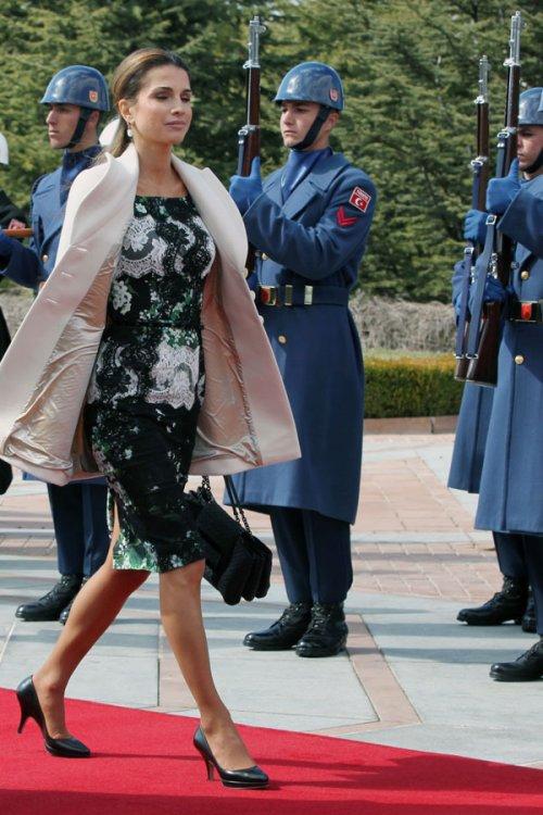 El vestido verde y estampado de Rania de Jordania