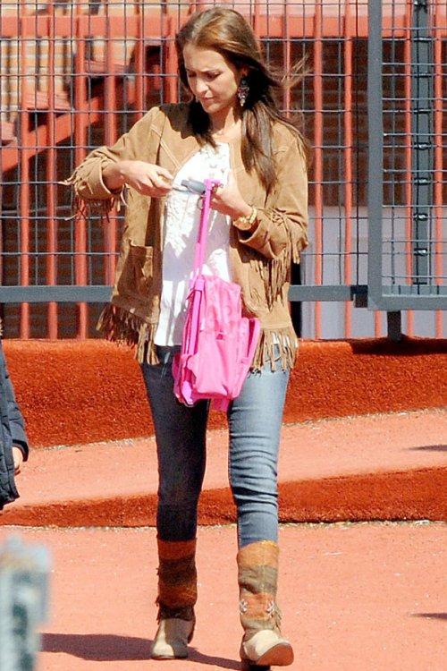 El look casual de Paula Echevarría: chaqueta de flecos