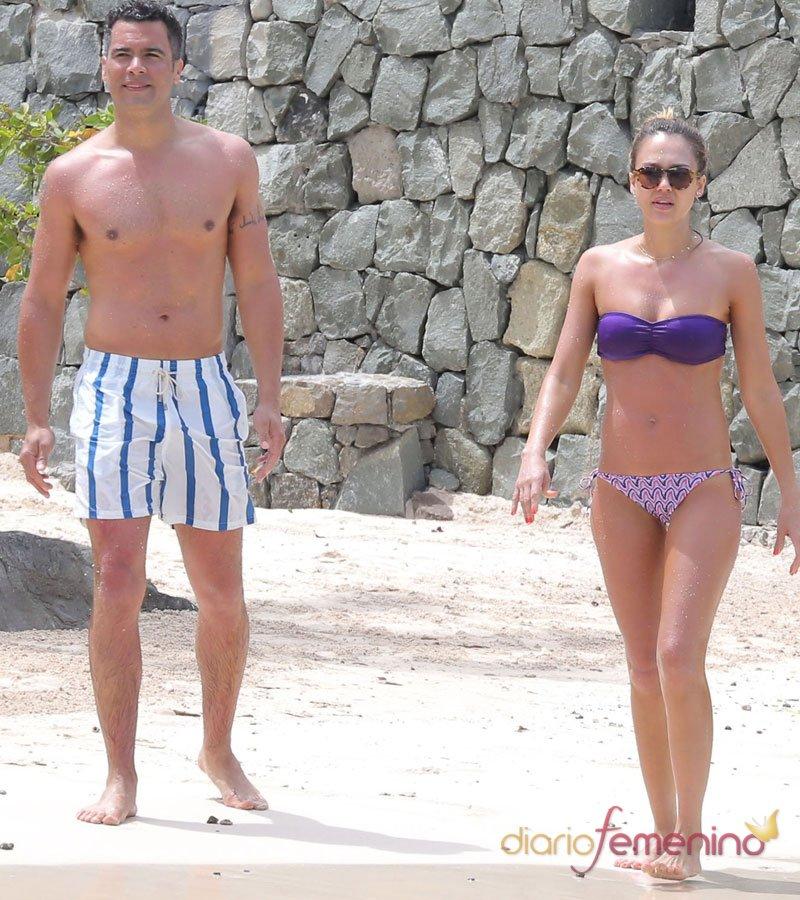 Jessica Alba y su marido, cuerpazos de famosos en la playa