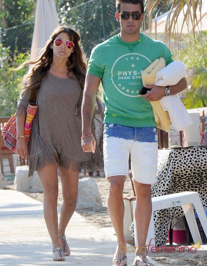 Elena Tablada, ex de Bisbal y su novio en la playa