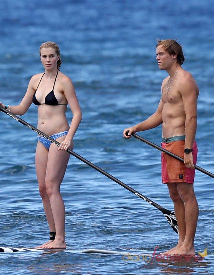 Ireland Baldwin y Slater Trout, cuerpazos en la playa