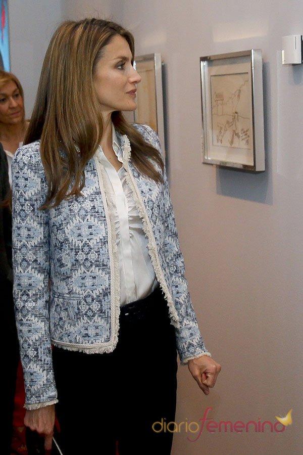 La chaqueta favorita de Letizia: estampados primaverales
