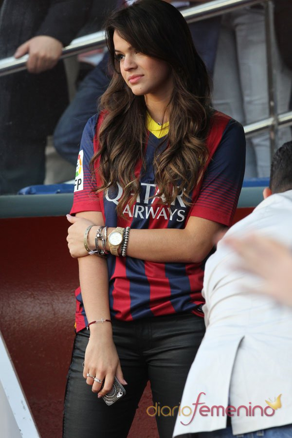 Bruna Marquezine, novia de Neymar, con la camiseta del Barça