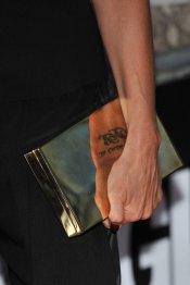 El bolso dorado de Victoria Beckham, la Mujer de la Década