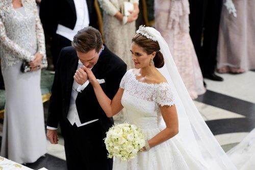 El tierno beso de Chris O'Neill a Magdalena de Suecia en la Boda Real