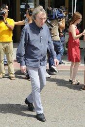 Elías Querejeta en el funeral del actor Sancho Gracia