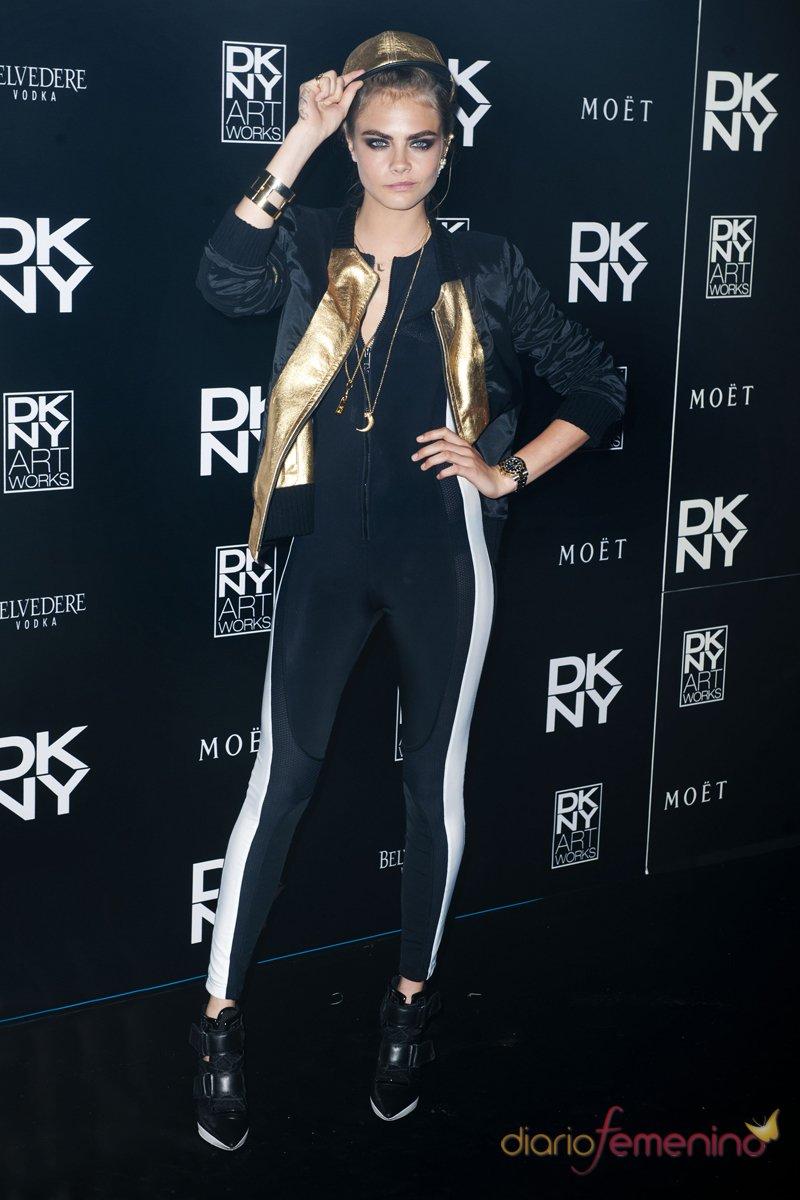 Cara Delevingne, con su look más rockero, en una fiesta de DKNY