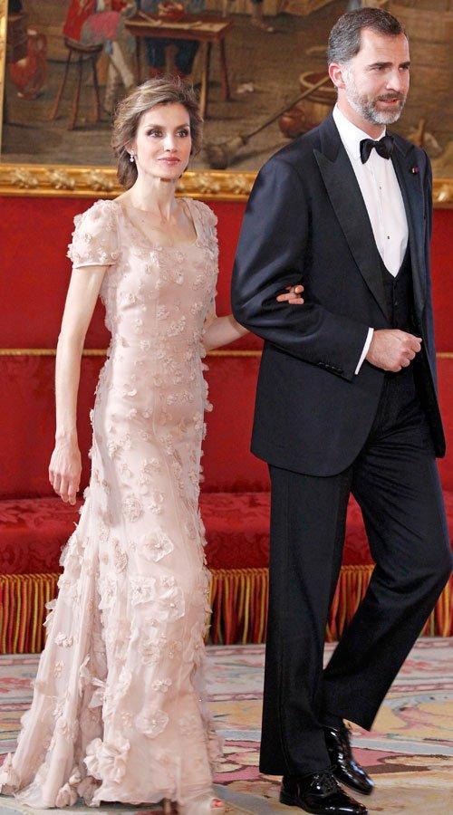El vestido de Letizia Ortiz: Felipe Varela y color maquillaje