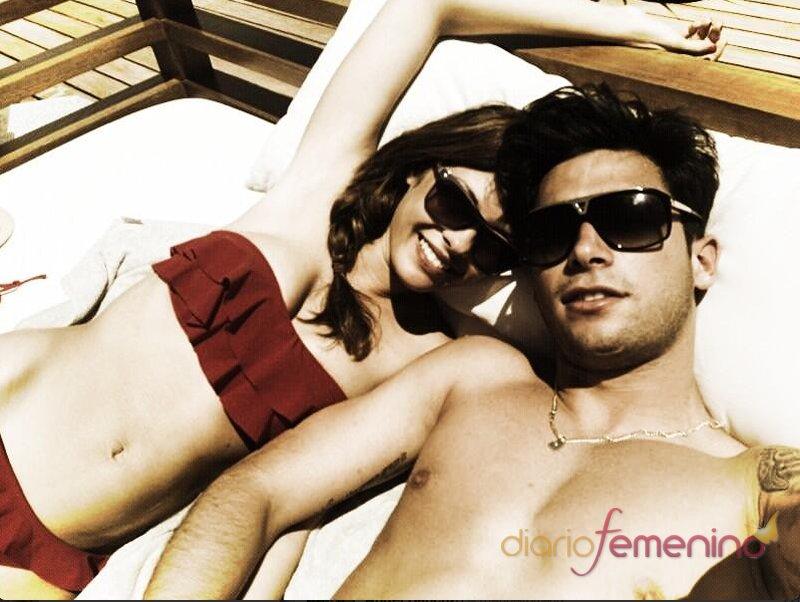 Jessica Bueno toma el sol en Ibiza con Jota Peleteiro, su nuevo novio