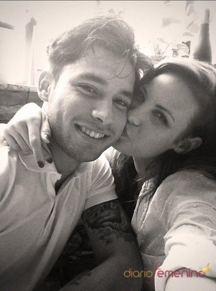 El romántico beso de Jessica Bueno y Jota Peleteiro en Twitter