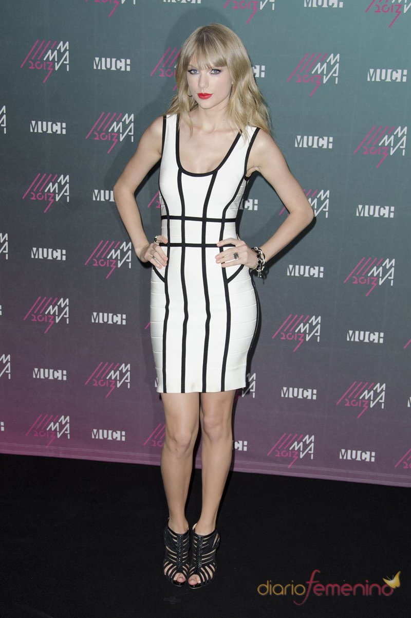Taylor Swift apuesta por la bicromía en los premios MuchMusic 2013