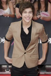 Austin Mahone, arreglado pero informal en los premios MuchMusic 2013