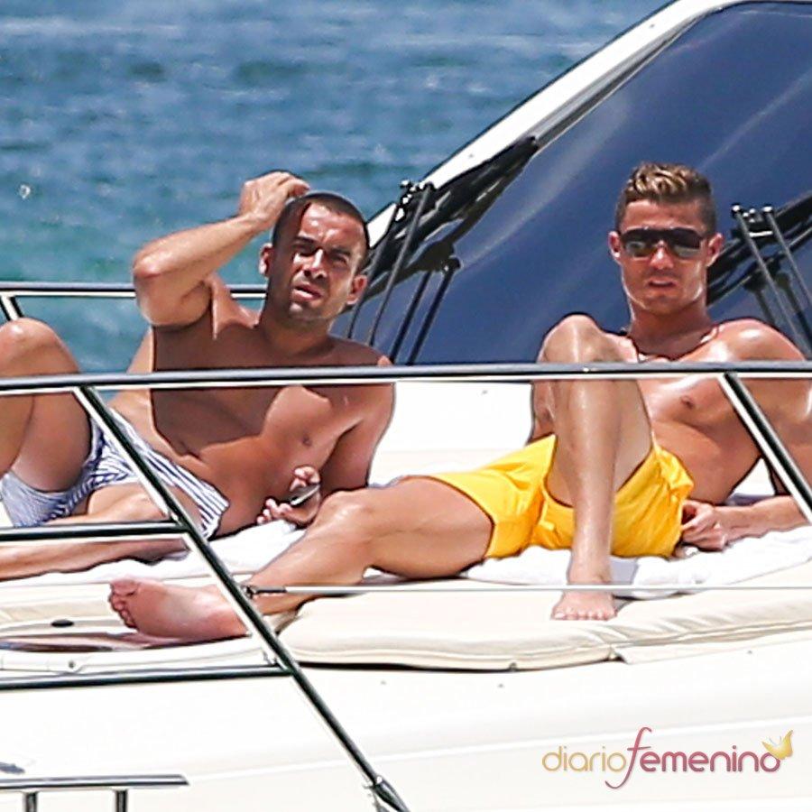Cristiano Ronaldo, en bañador, cambia a Irina Shayk