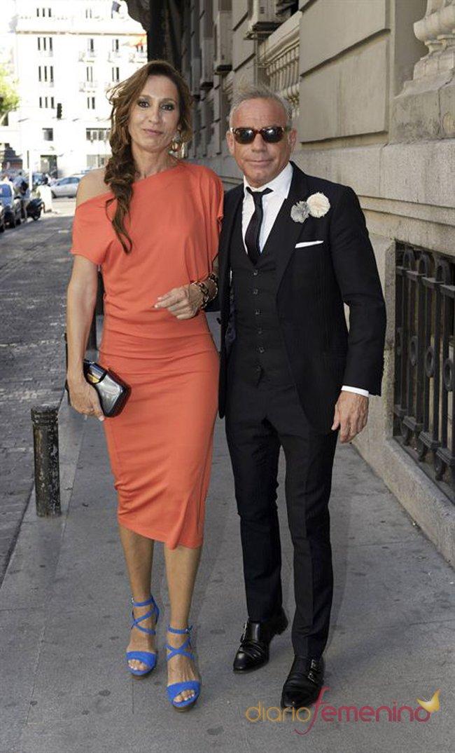 El look de Joaquín Torres en la boda de la directora de 'Sálvame Deluxe'
