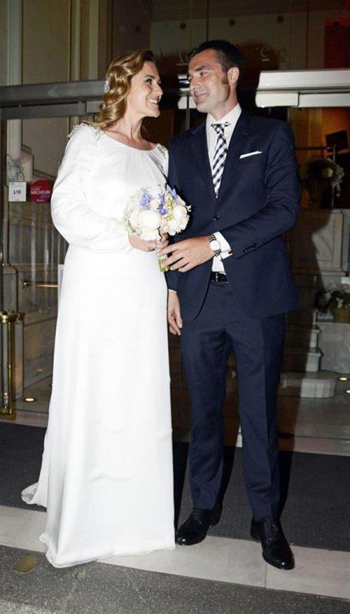 El vestido de novia de Carlota Corredera, la directora de Sálvame Deluxe pasa por el altar