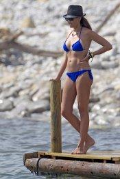 Jessica Bueno, espectacular con un bikini azul en el verano 2013