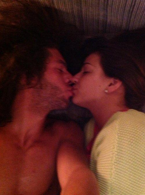 Romántico beso de Sonia Walls y Kristian, la pareja más bonita de GH 14