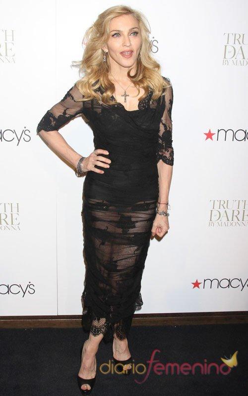 Madonna, una belleza sin edad que apuesta por las transparencias negras