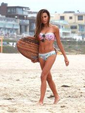 Naya Rivera, espectacular en bikini y con su tabla de surf
