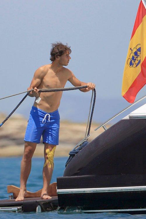 Rafa Nadal, sin camiseta y más sexy que nunca en bañador