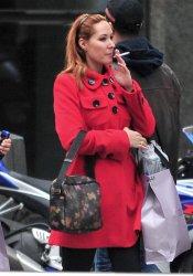 Chayo Mohedano, fumando por las calles de Madrid