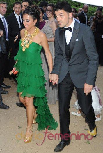 David Villa y su mujer Patricia Fernández en la boda de Xavi Hernández y Nuria Cunillera