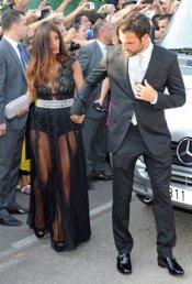 Cesc Fábregas y su novia Daniella Semaan en la boda de Xavi Hernández y Nuria Cunillera