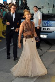Santi Ezquerro y su novia en la boda de Xavi Hernández y Nuria Cunillera