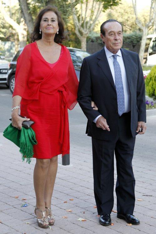 Carmen Tello y el torero Curro Romero en la boda de la hija de Calderón