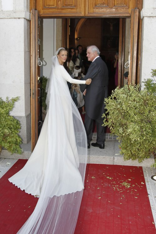 Cola del vestido de Leticia, hija de Ramón Calderón, durante su boda