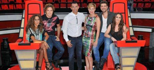 Jesús Vázquez y Tania Llasera con los coaches en la presentación de 'La Voz 2'