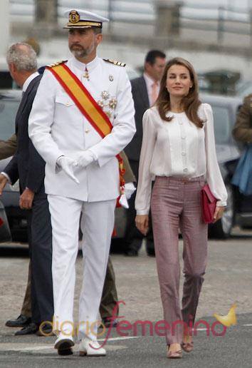El look de Letizia en la entrega de los Reales Despachos en Marín