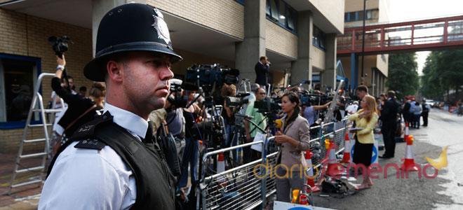 La espera a las puertas del hospital donde dará a luz Kate Middleton
