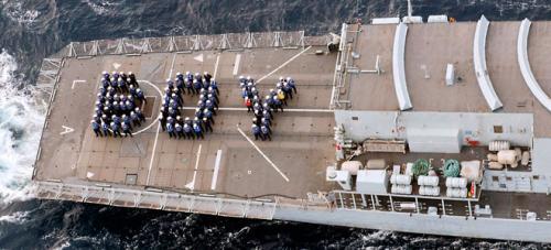 La marina británica también celebra el nacimiento del heredero