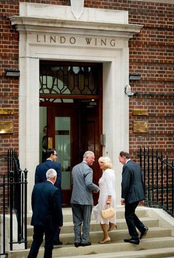 Los abuelos del bebé real, el príncipe Carlos y Camila, acuden a visitarlo